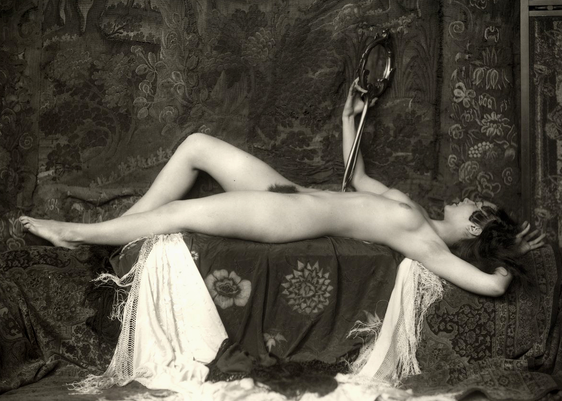 PHOTOGRAPHY : ALFRED CHENEY JOHNSTON