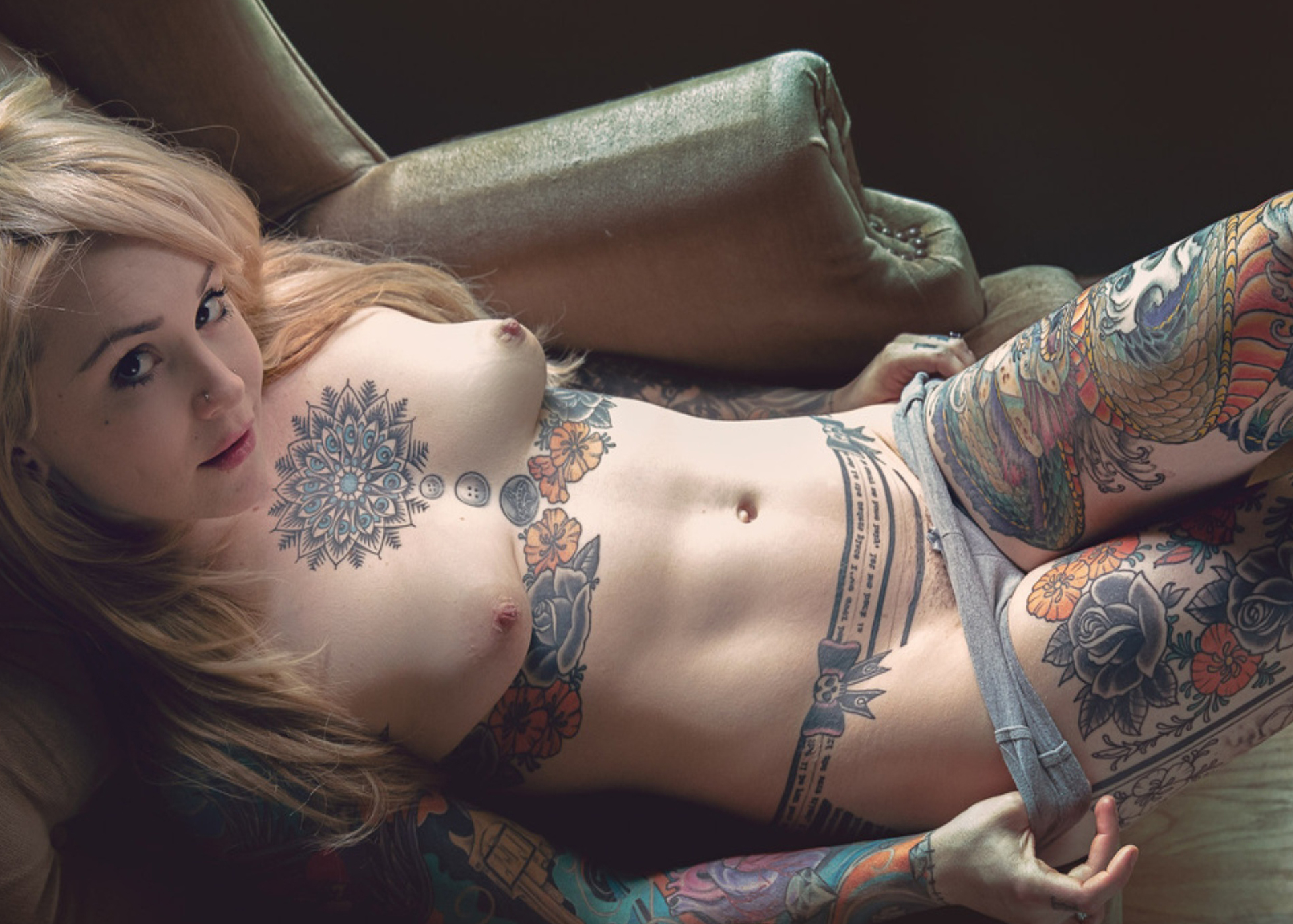 EROTIC PHOTOGRAPHY :  SUICIDE GIRLS